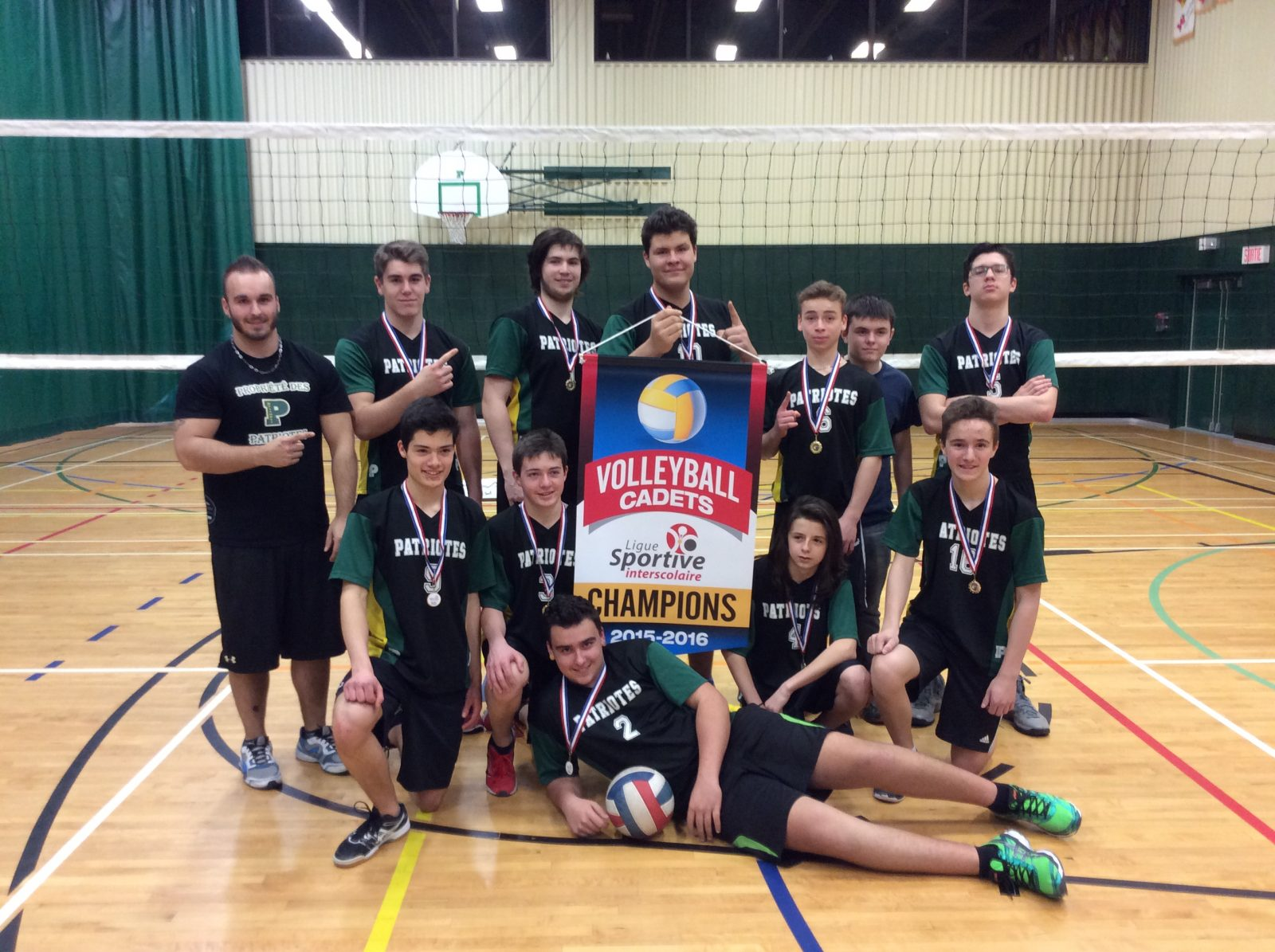 Les Patriotes cadets gagnent l'or en volleyball masculin